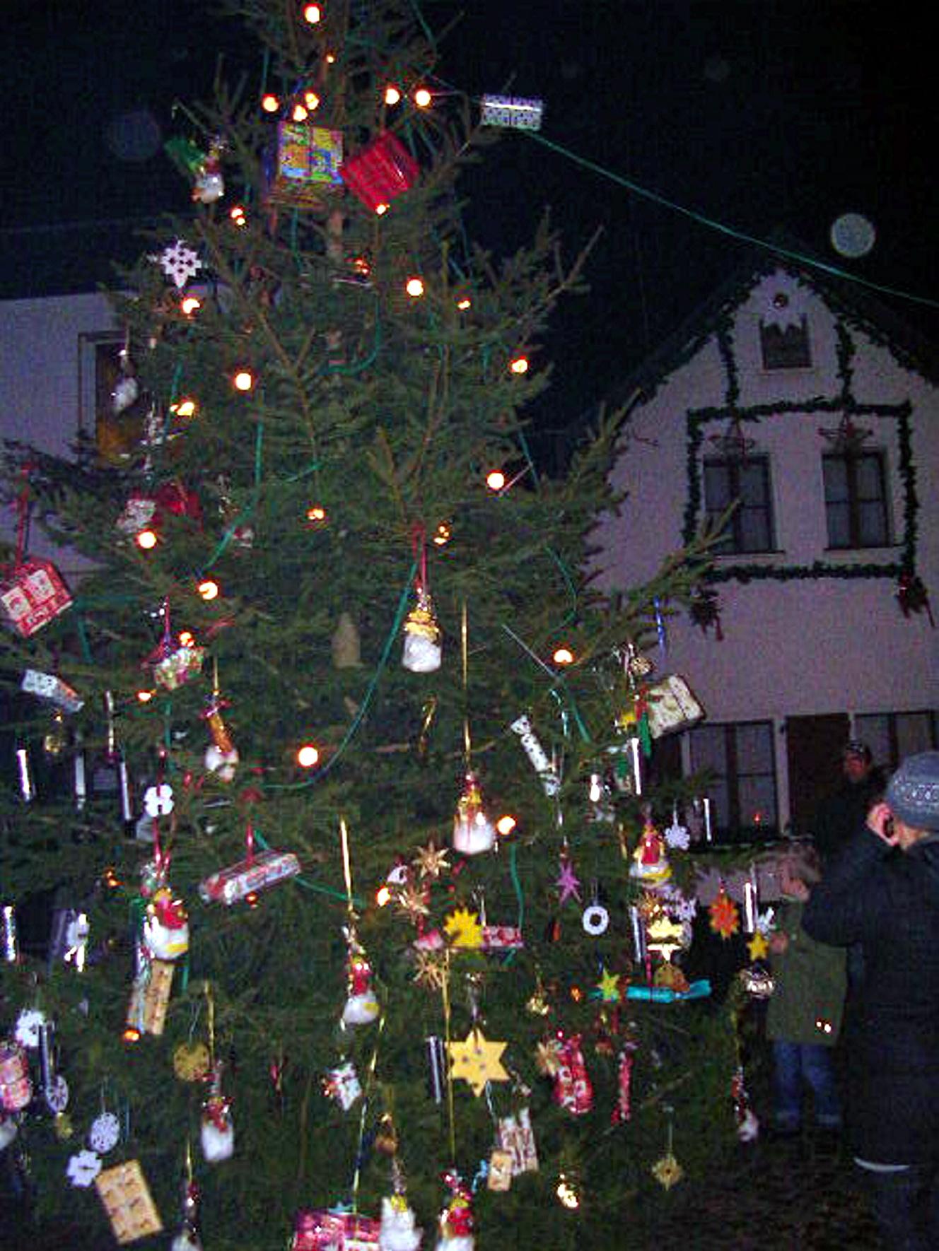 Weihnachtsbaum Ab Wann.Www Mechernich De Kinder Schmücken Weihnachtsbaum